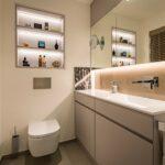 Badezimmer WC Waschtisch Spiegel