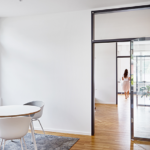 Büro Glastüre Holzboden