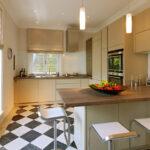 Küchenzeile Schachbrettfliesen