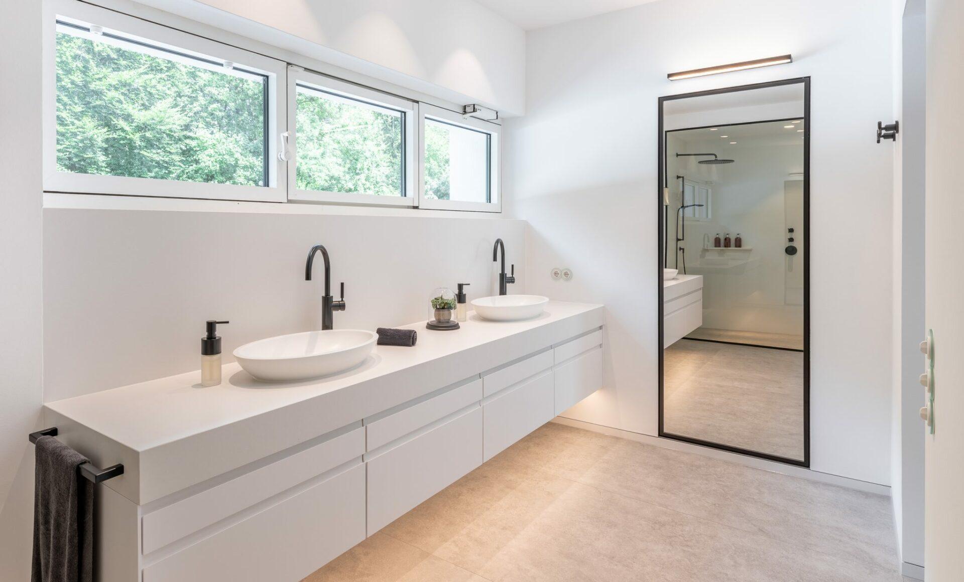 Quarzstein schwarzweiss Badezimmer