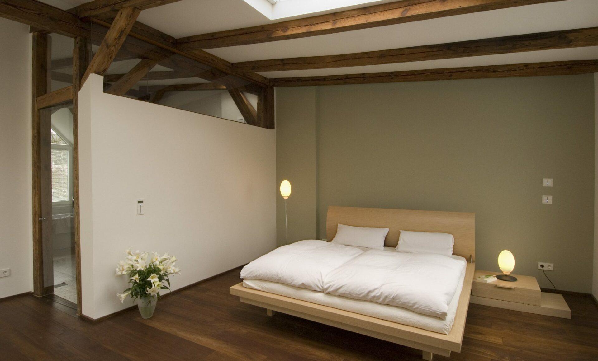 Schlafzimmer Dachbalken